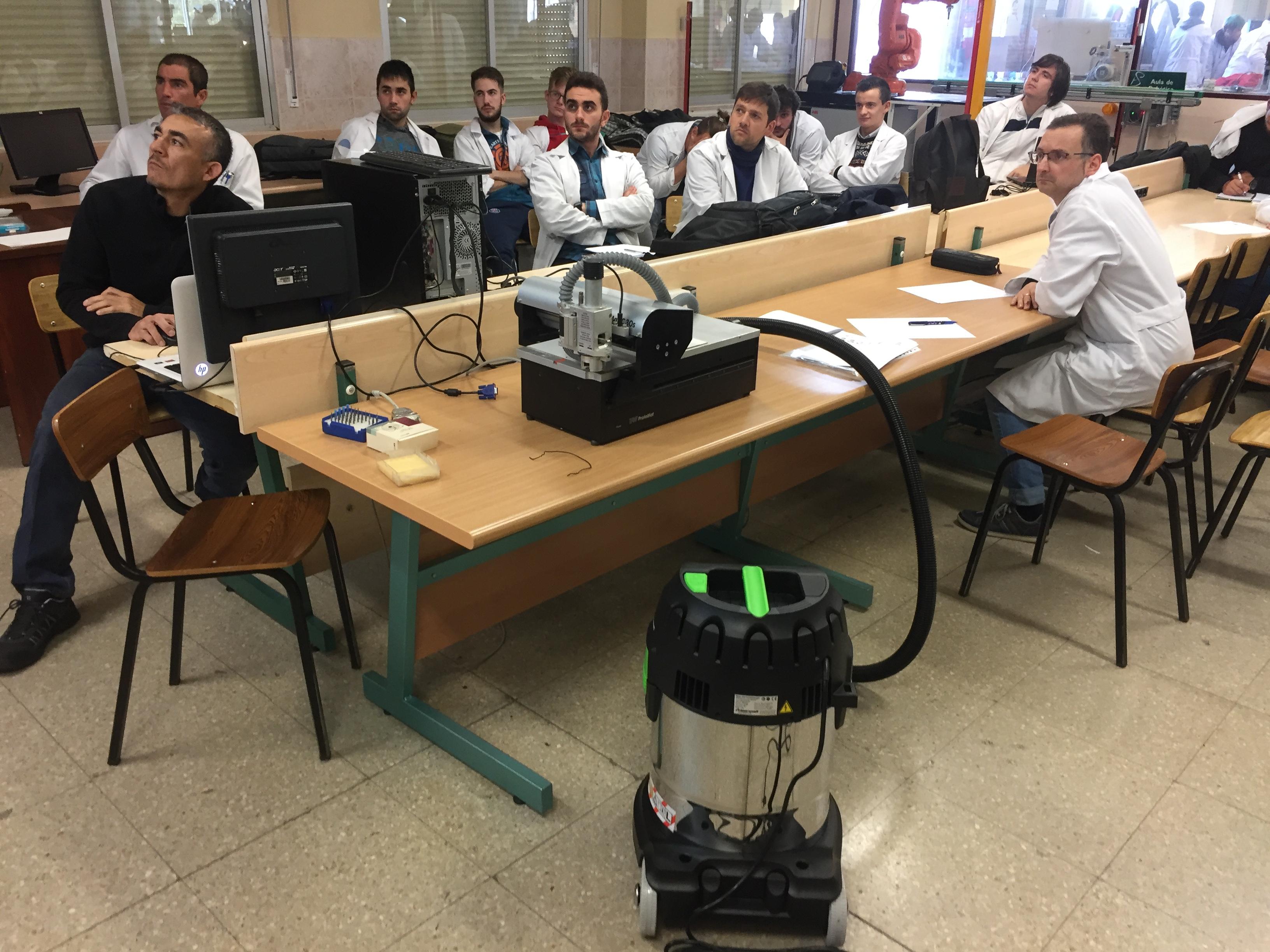FORMACIÓN SOBRE EL FRESADO DE PLACAS EN EL DEPARTAMENTO DE ELECTRICIDAD Y ELECTRÓNICA